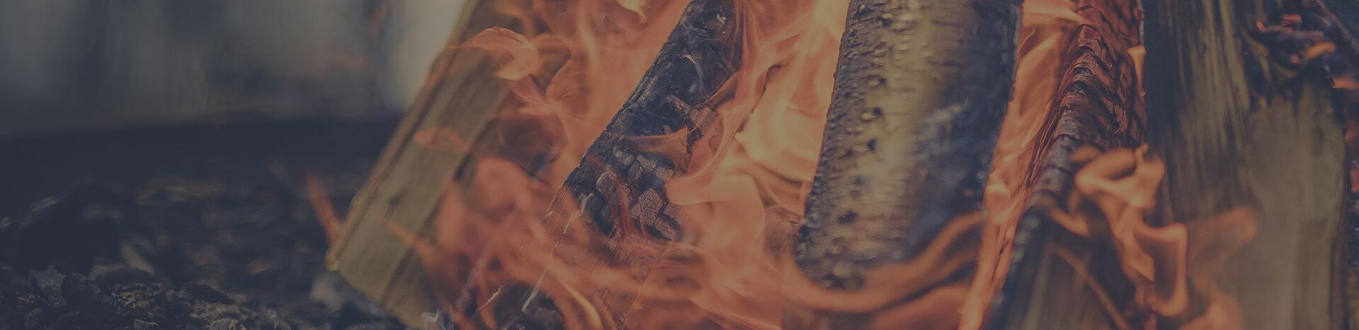 Niet het hout brandt, maar het het gas dat vrijkomt